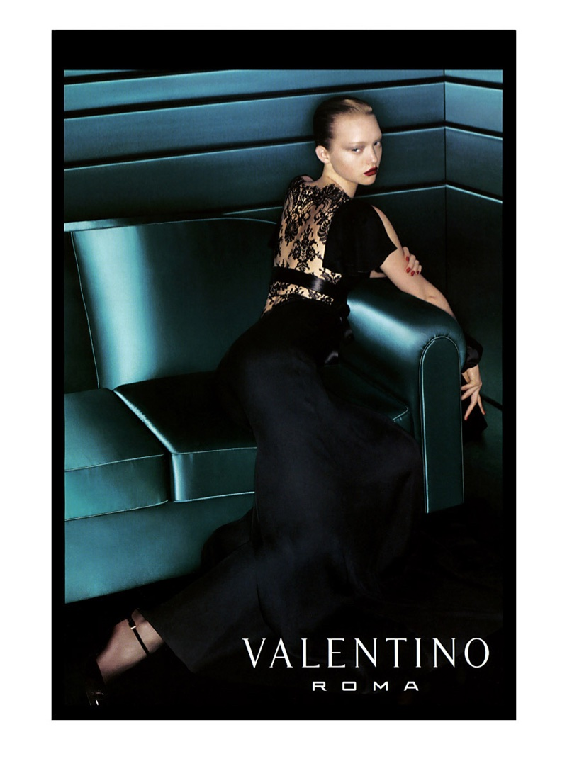 Valentino features black lace in fall-winter 2006 campaign