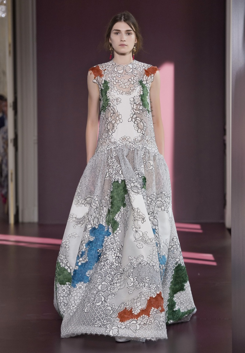 A look from Valentino's fall-winter 2017 haute couture collection