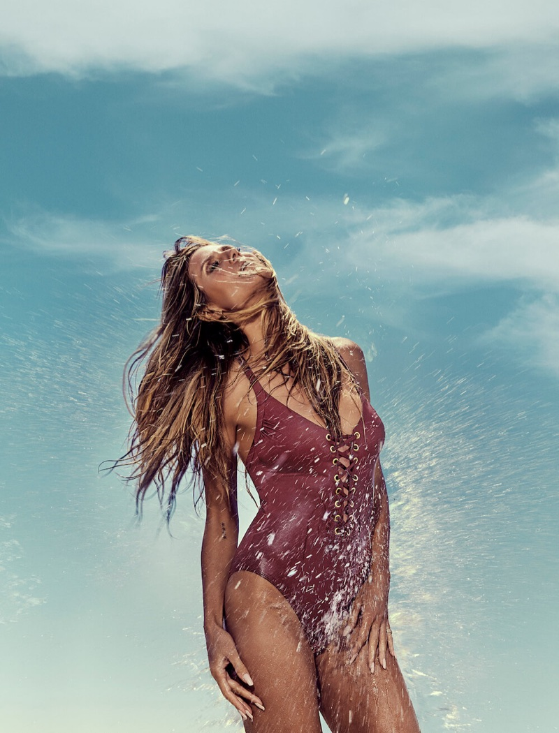 Heidi Klum poses in one-piece swimsuit for Heidi Klum Swim