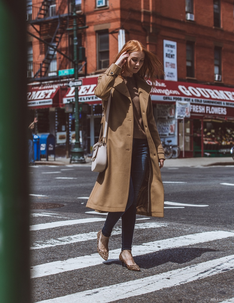 Coat Wilfred for Aritzia, Sweater and Purse Kate Spade, Jeans Citizens of Humanity