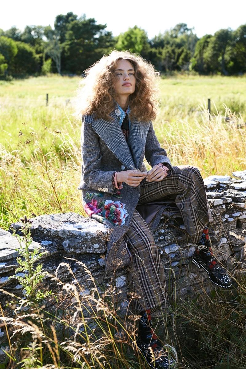 Anna Mila Guyenz Wears Autumnal Style in ELLE Sweden