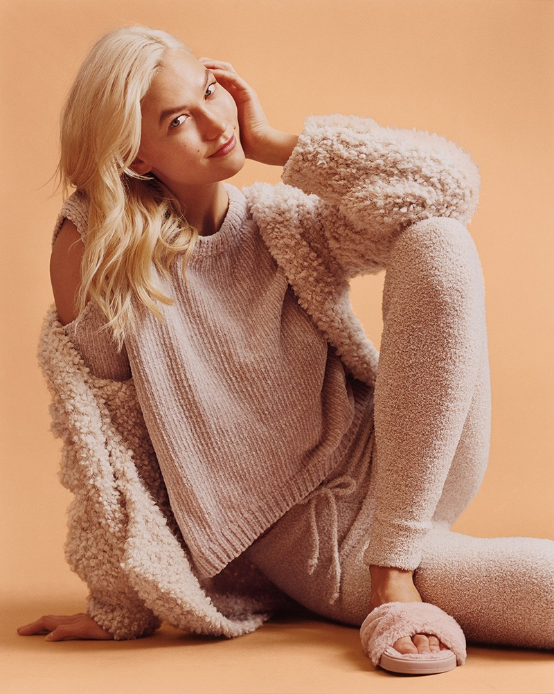Karlie Kloss wears Express Cozy Chenille Leggings