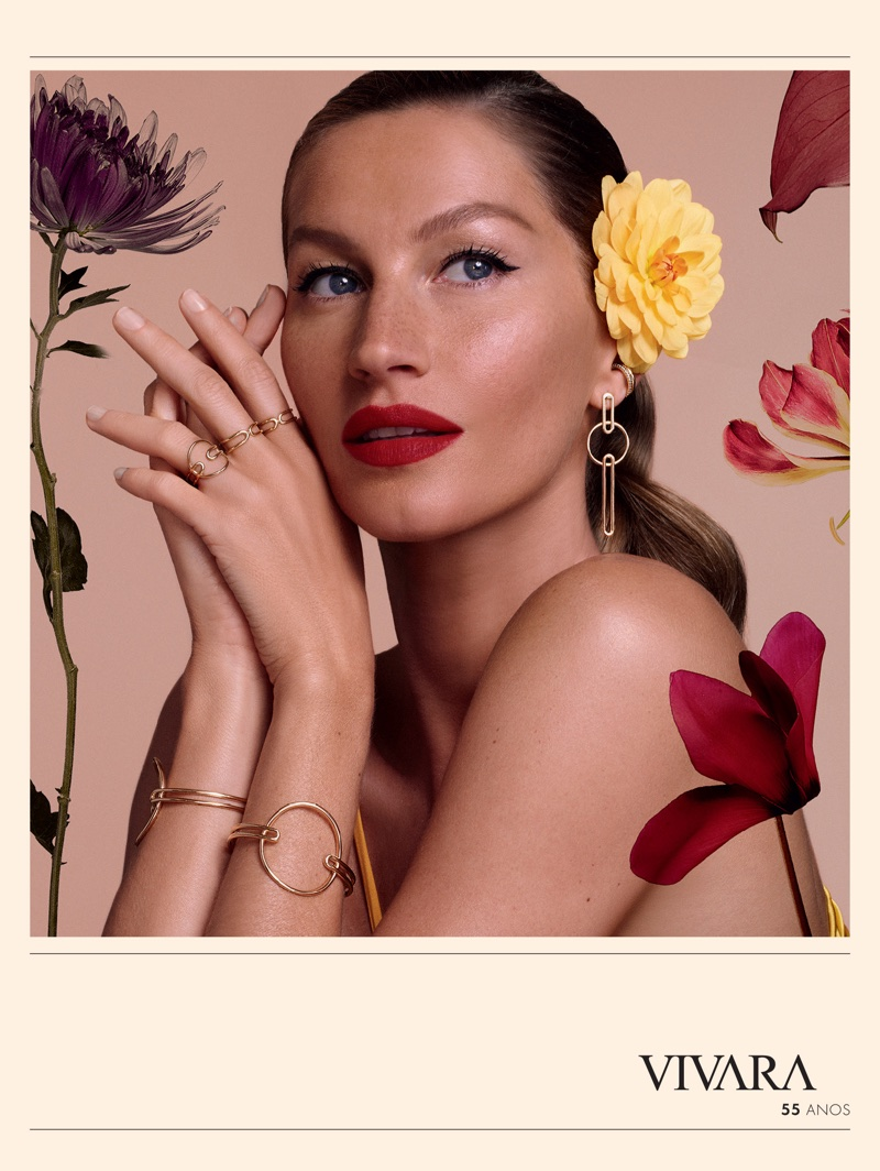 Gisele Bundchen wears sparkling gems in Vivara's Christmas 2017 campaign