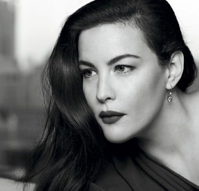 Ready for her closeup, Liv Tyler shows off a wavy hairstyle