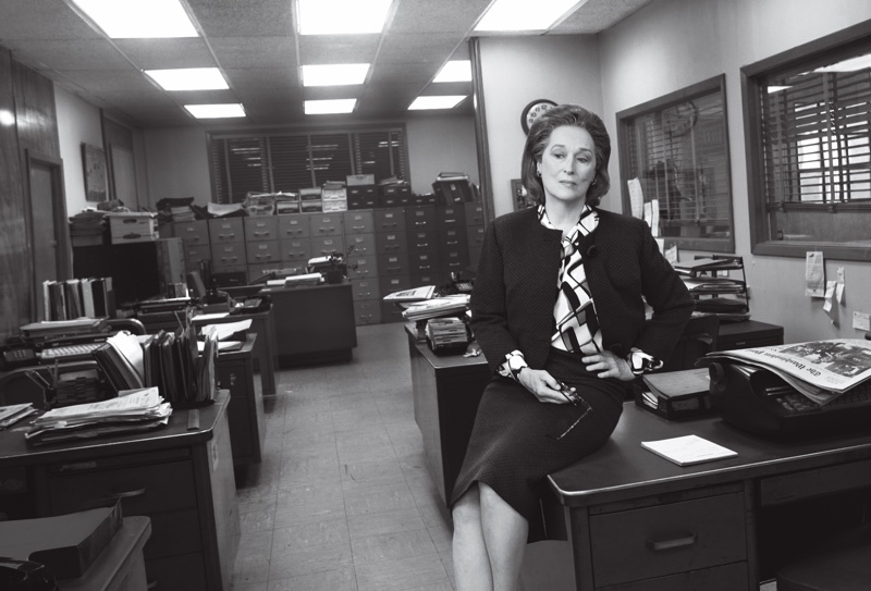 Actress Meryl Streep portrays editor Katharine Graham in cropped jacket, print top and mid-length skirt. Photo: Vogue/Annie Leibovitz