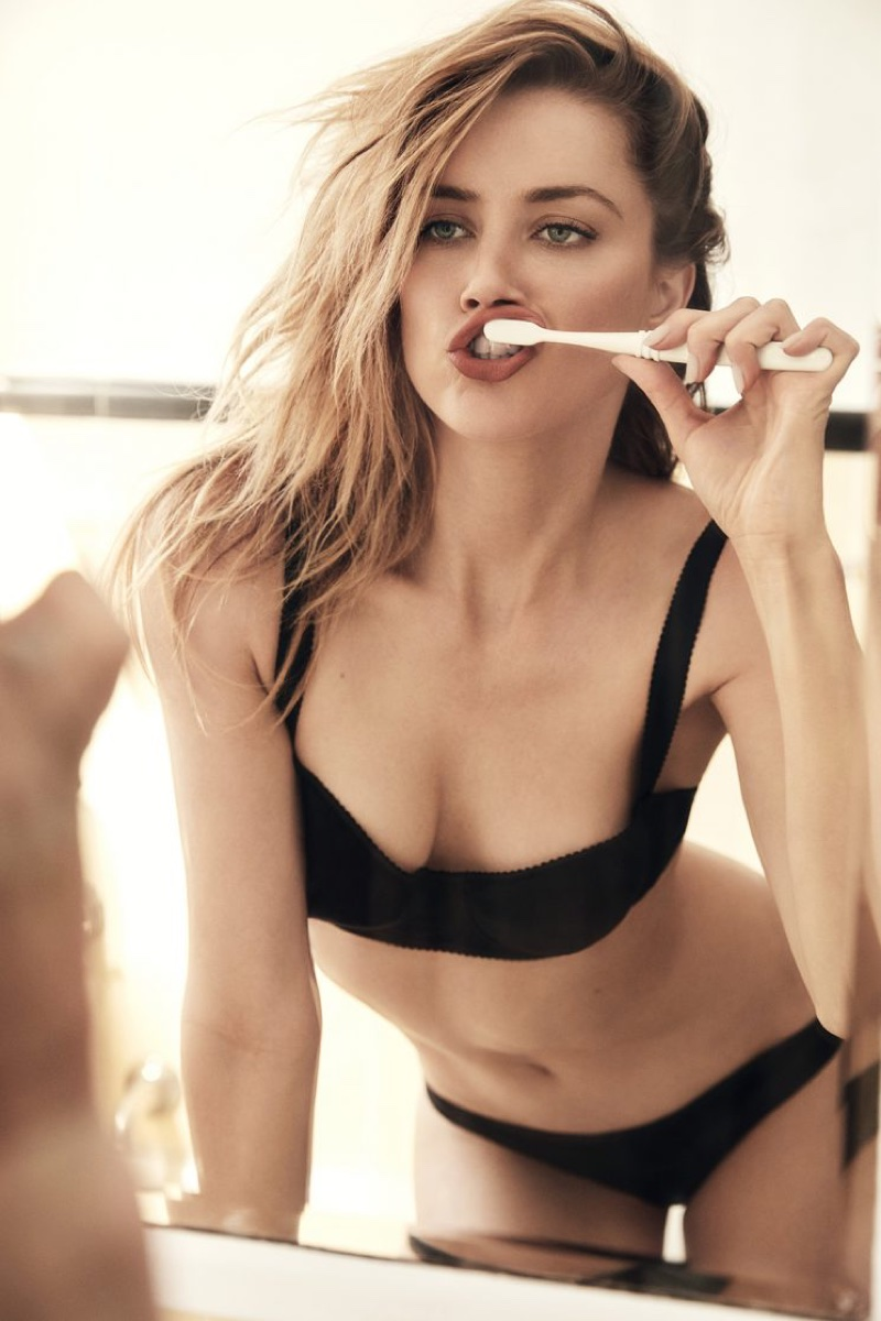 Brushing her teeth, Amber Heard wears bra and panties
