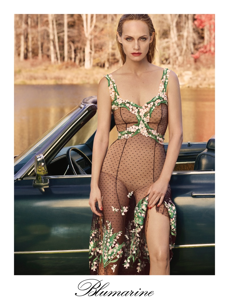 An image from Blumarine's spring 2018 advertising campaign with Amber Valletta
