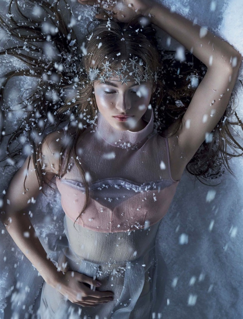 Grace Elizabeth Models Ice Queen Fashions in Vogue Mexico