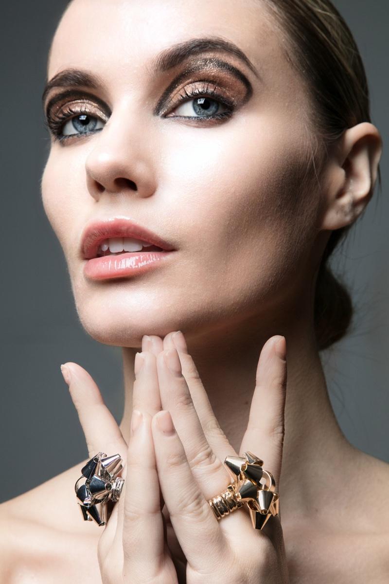 Juliet Miquelarena wears bold eyeliner. Photo: Jeff Tse