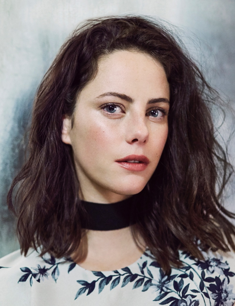 Ready for her closeup, Kaya Scodelario wears a wavy hairstyle
