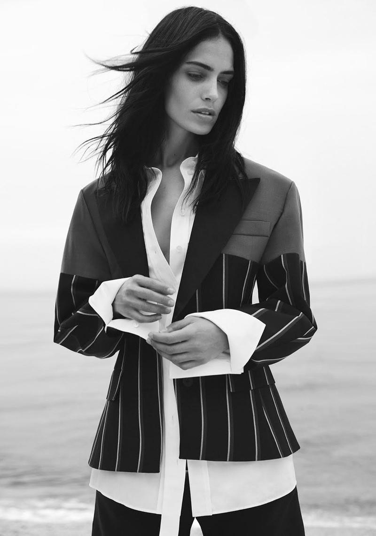 Amanda Wellsh Wears Relaxed Beach Styles for Harper's Bazaar Turkey