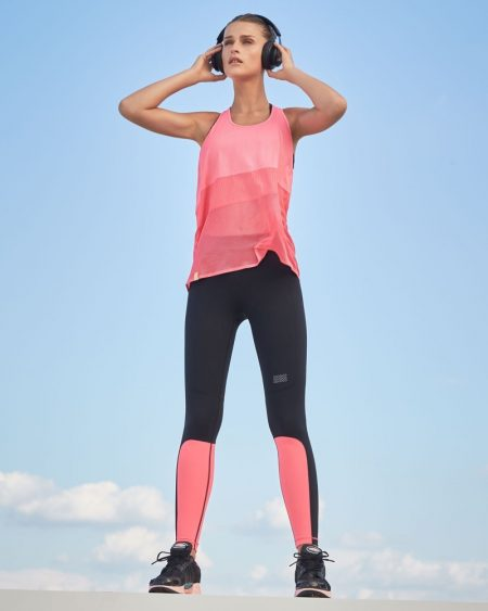Monreal London Scoop-Neck Racerback Mesh Jersey Performance Tank and Sprinter Colorblocked Performance Leggings