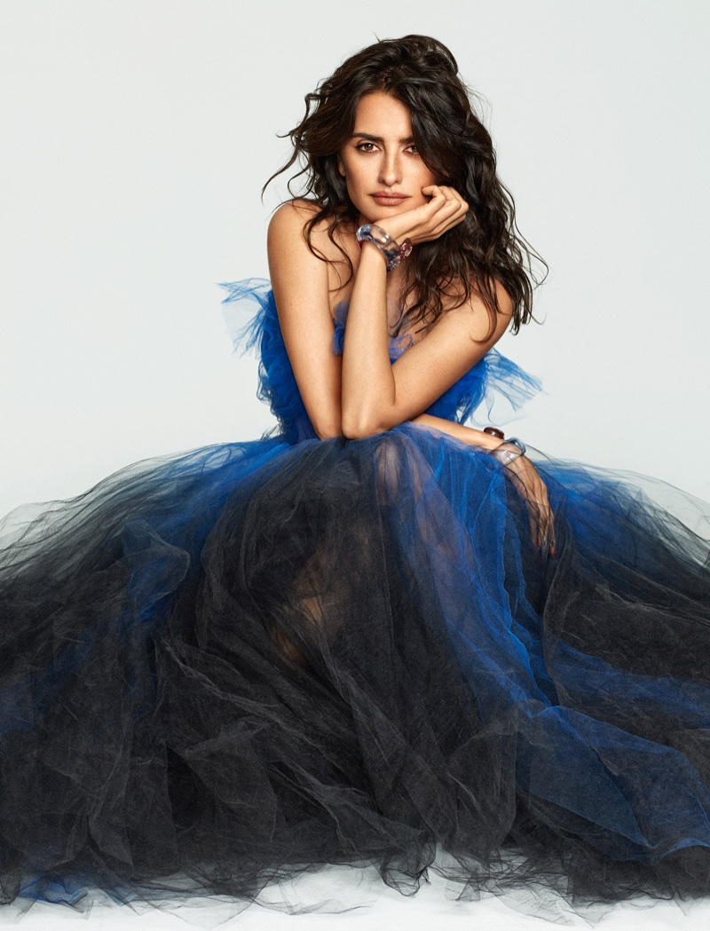 Actress Penelope Cruz wears Oscar de la Renta gown with Chanel bracelets