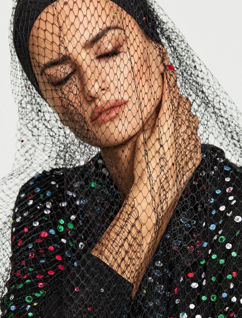 Actress Penelope Cruz shines in Giorgio Armani look