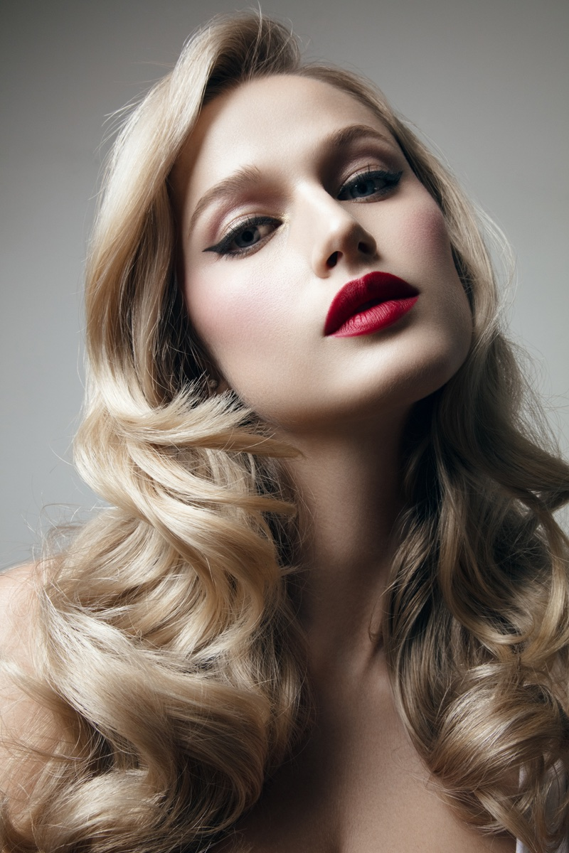 Model Xenia Micsanchi wears her hair in polished waves. Photo: Jeff Tse