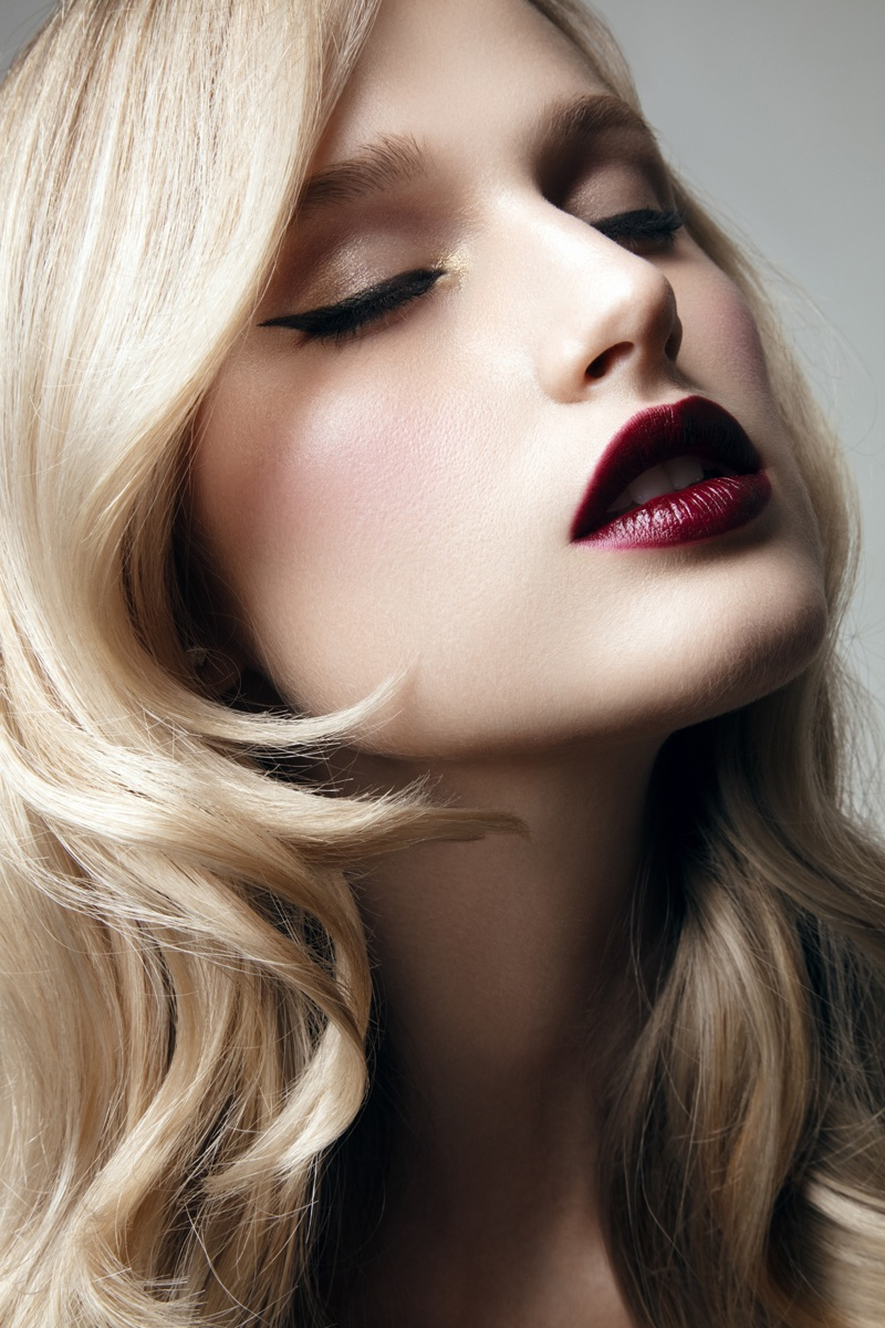 Xenia Micsanchi wears a plum-colored lip. Photo: Jeff Tse