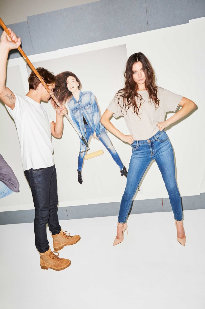 Jacquelyn Jablonski wears J Brand Short Sleeve Grandpa Tee in Calcite and 811 Mid-Rise Skinny in Lovesick