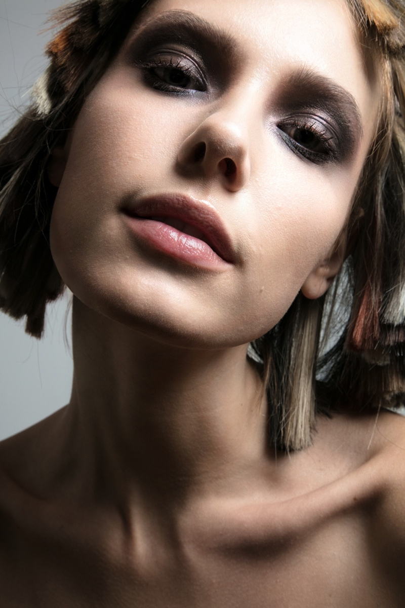 Jenny Savers wears smokey eyeshadow look. Photo: Jeff Tse