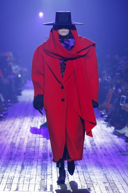 Marc Jacobs Embraces 80's Silhouettes for Fall 2018