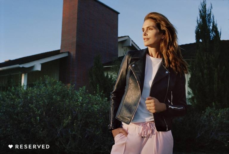 Cindy Crawford wears leather jacket in Reserved's spring-summer 2018 campaign