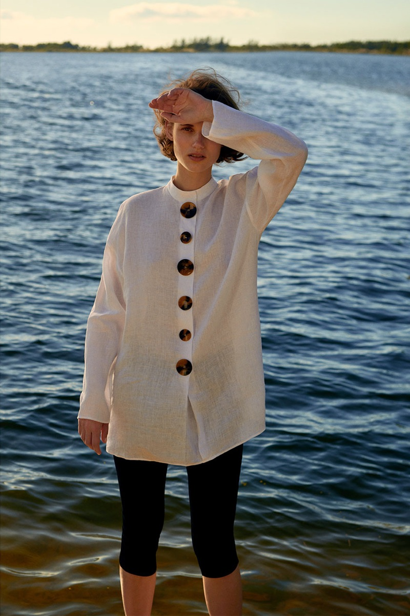 Giedre Dukauskaite models Zara Linen Shirt with Contrasting Buttons and Capri Skinny Jeans