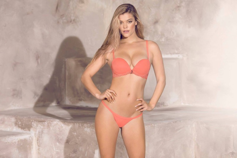 7816785e3 ... Nina Agdal wears a push-up bra in Leonisa Tendencia Floral 2018 campaign