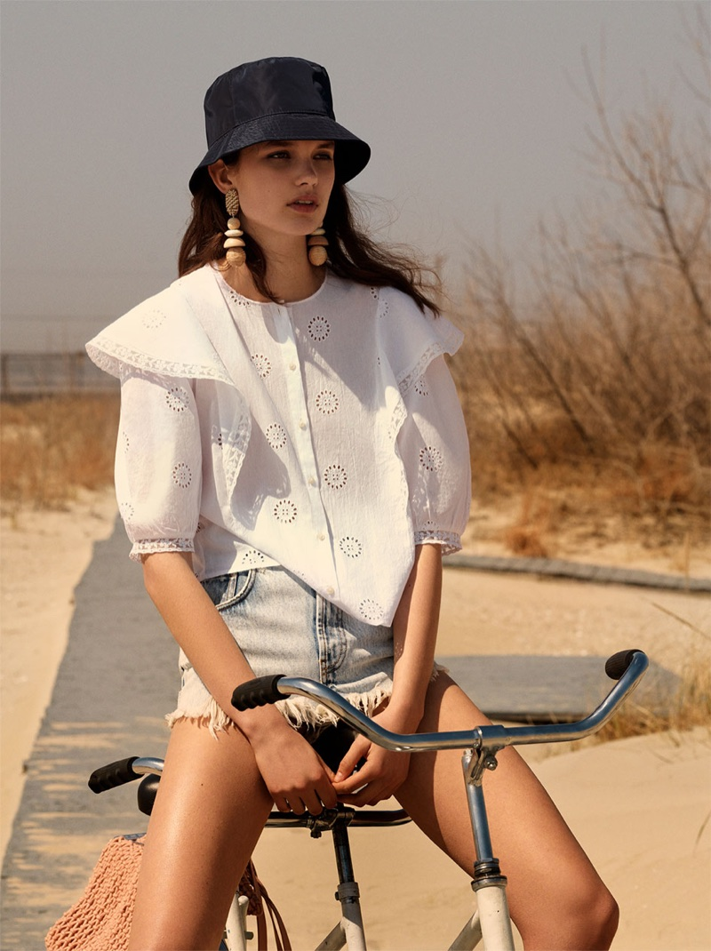 Noortje Haak wears Zara Frilled Top, Authentic Denim Ripped Mini Skirt and Tote Bag with Knotted Detail