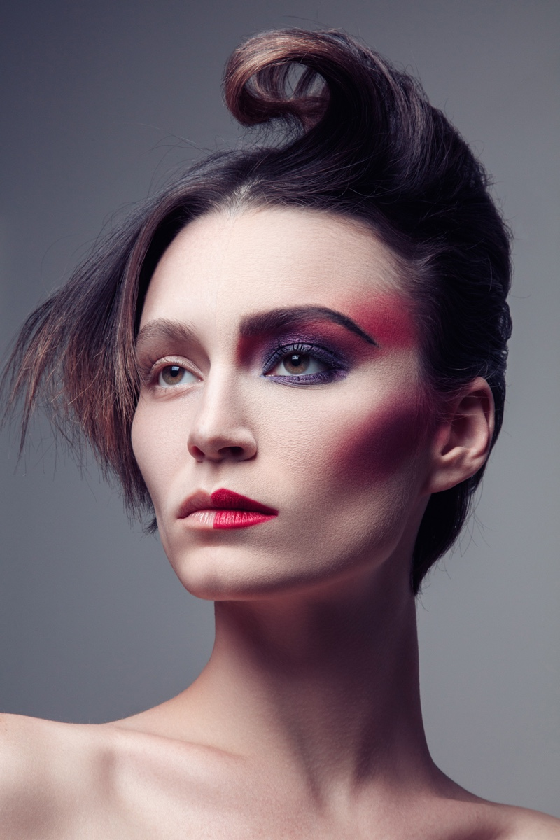 Alex Boldeawears a half-faced makeup look. Photo: Jeff Tse