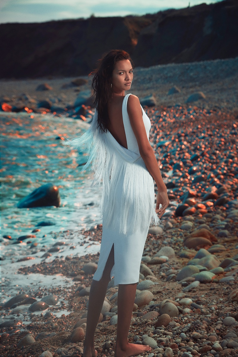 Model Lais Ribeiro wears white fringed dress in Cushnie et Ochs' pre-fall 2018 campaign