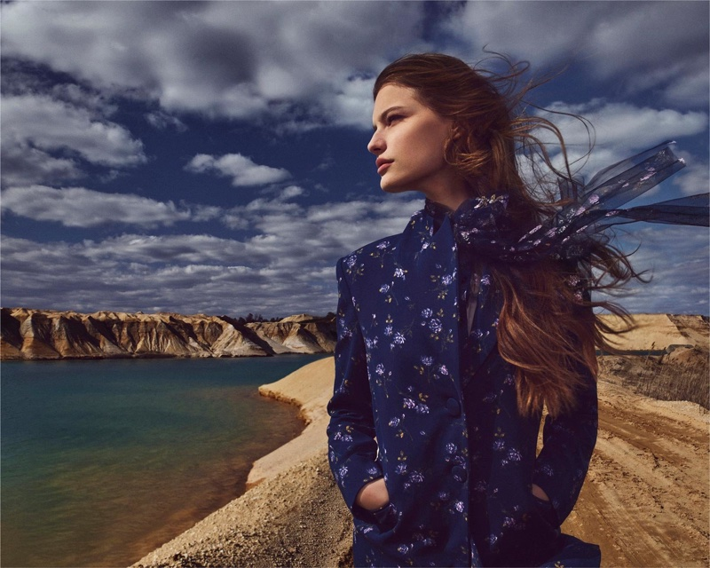 An image from Blumarine's fall 2018 advertising campaign