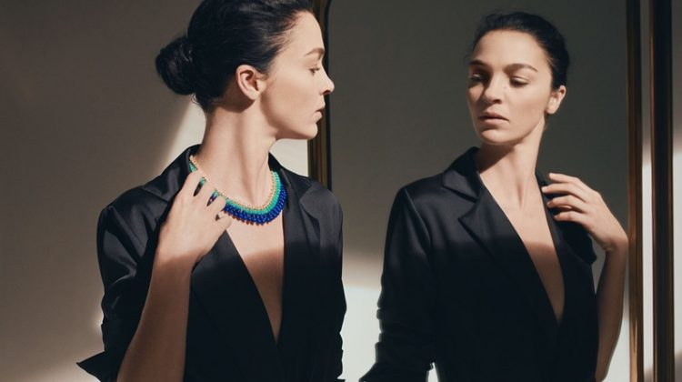 Mariacarla Boscono wears necklace from Cactus de Cartier jewelry collection