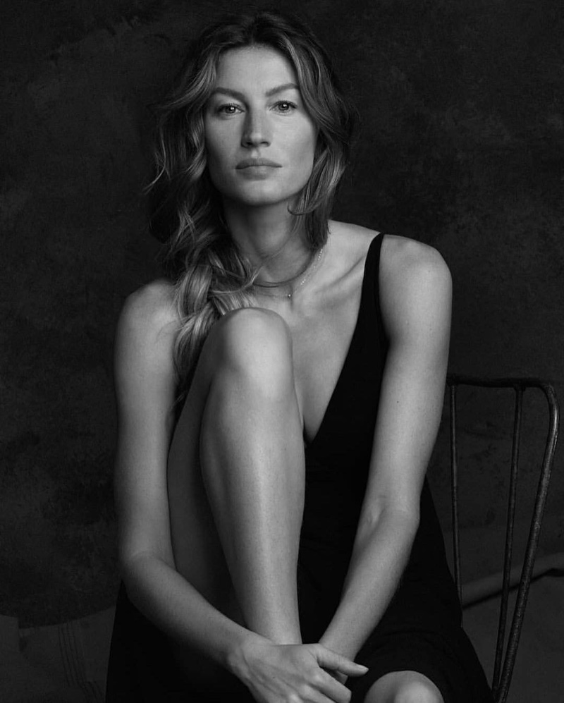 Photographed in black and white, Gisele Bundchen appears in O Boticário campaign
