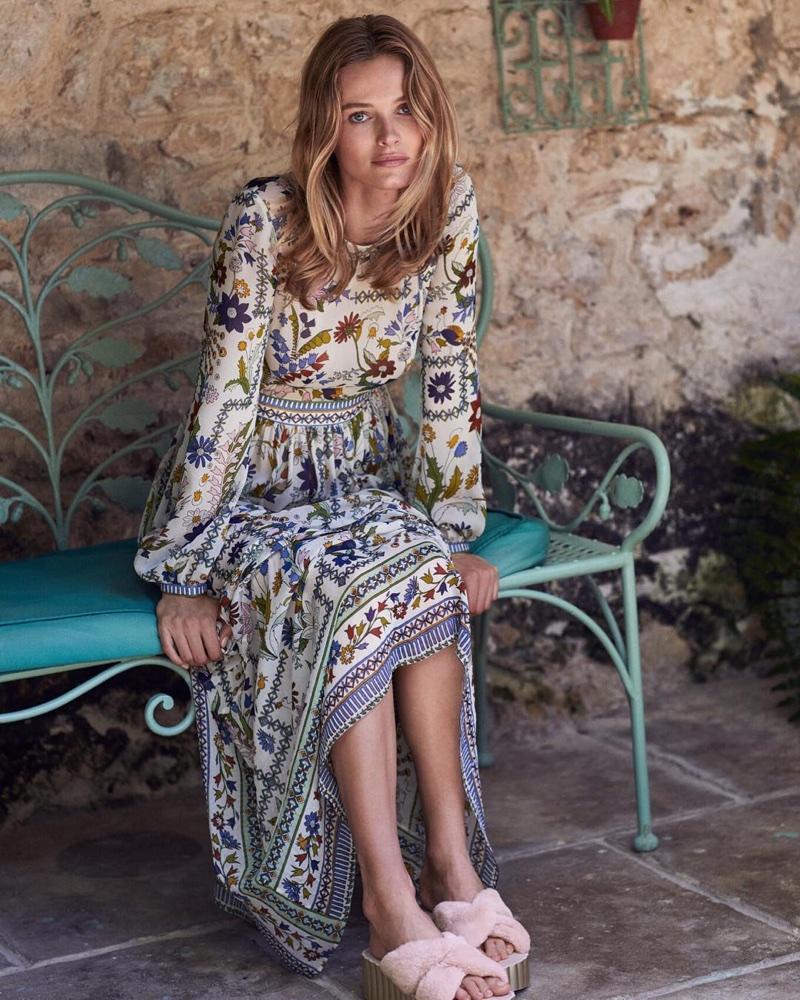 f65fe0568371 ... Edita Vilkeviciute models boho style in Tory Burch s pre-fall 2018  campaign