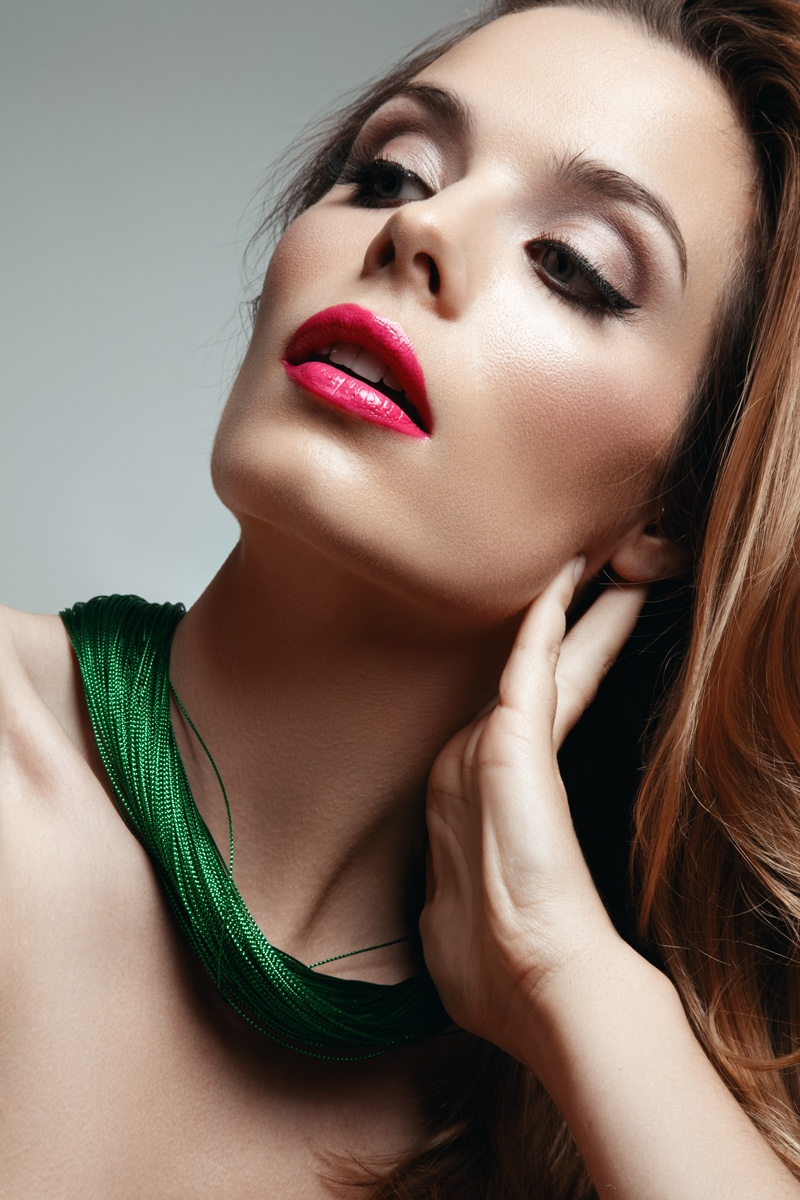 Abi Fox wears pink lipstick and winged eyeliner. Photo: Jeff Tse