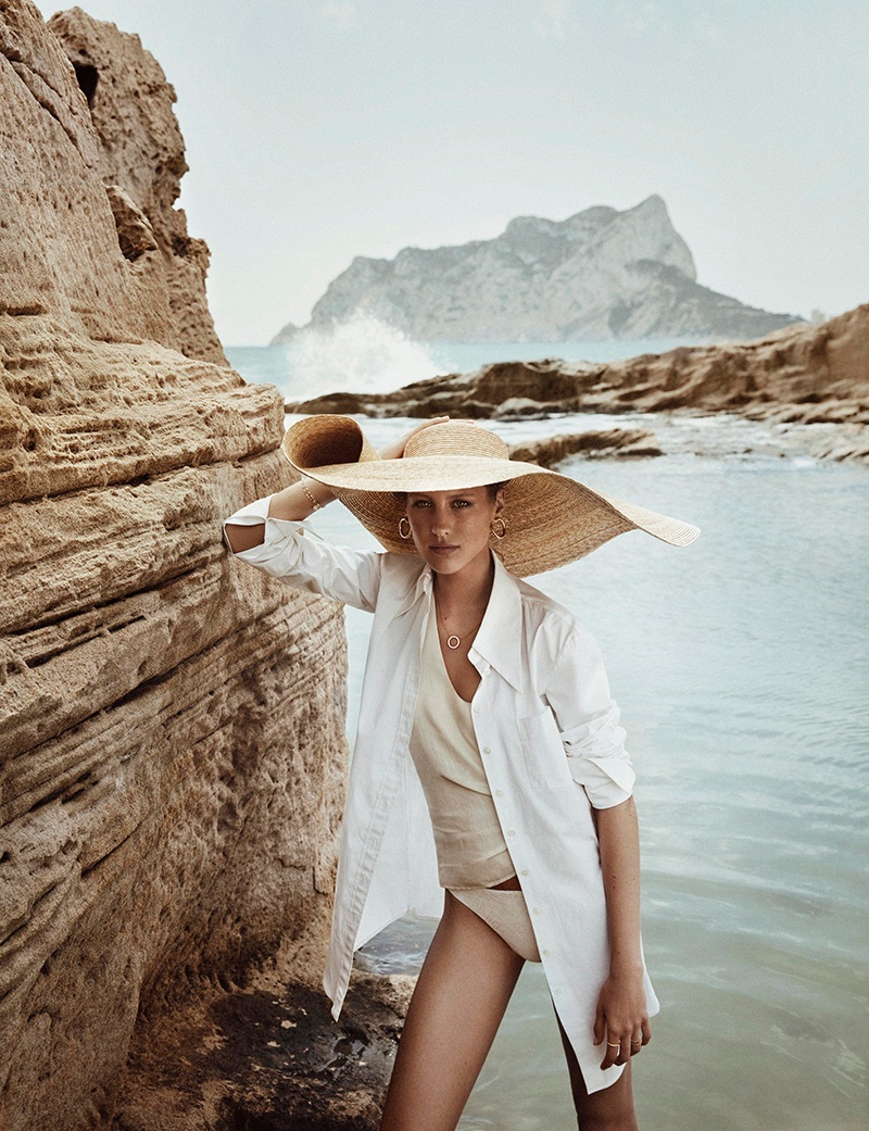 Rasa Valentino Poses in All White Looks for Mujer Hoy