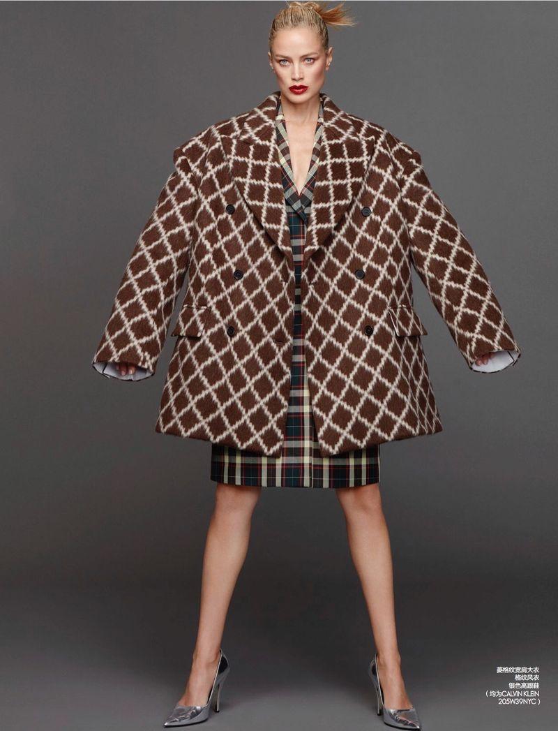 Carolyn Murphy Wears Sleek Styles for ELLE China
