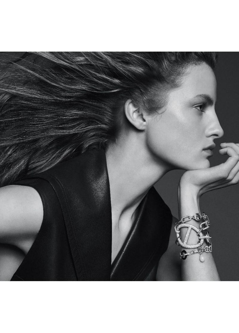 An image from the Hermes Enchainements Libres jewelry campaign