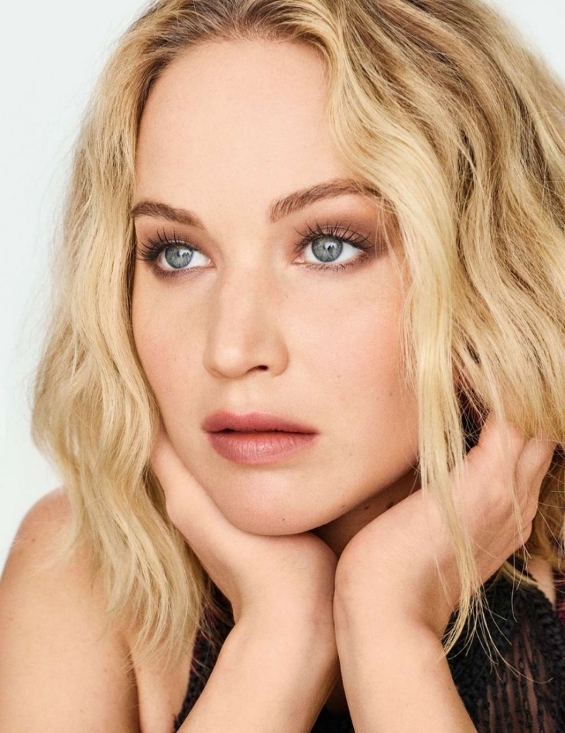 Ready for her closeup, Jennifer Lawrence wears a wavy hairstyle