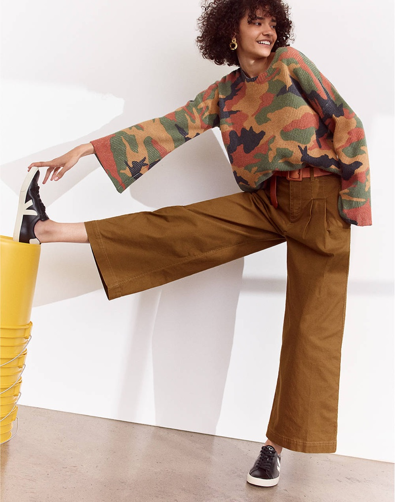 Madewell Cottontail Camo Wide-Sleeve Sweater, Pleated Wide-Leg Pants and Veja Esplar Low Sneakers in Black Leather