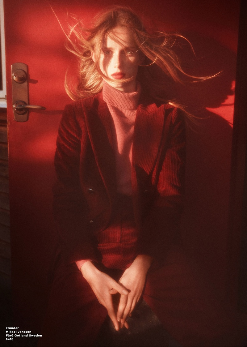 Massimo Dutti launches fall-winter 2018 campaign with Rianne van Rompaey