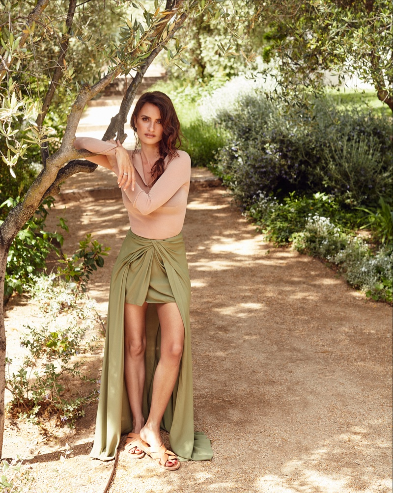 Penelope Cruz poses in Jacquemus top and skirt with K.Jacques sandals