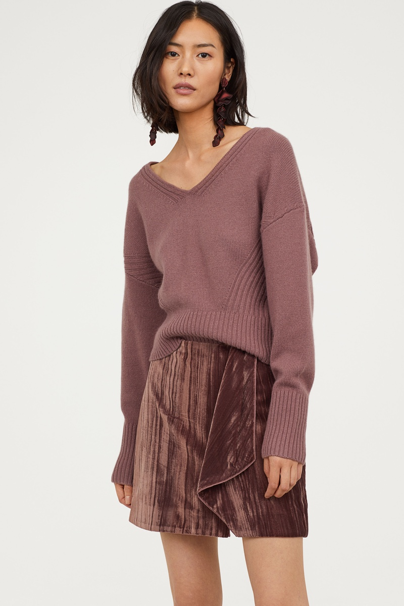 H&M Conscious Exclusive V-Neck Cashmere Sweater $129