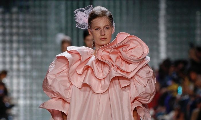 Marc Jacobs Spotlights Sweet Pastels for Spring 2019