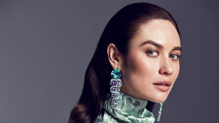 Shining in green, Olga Kurylenko models Moussaieff earrings