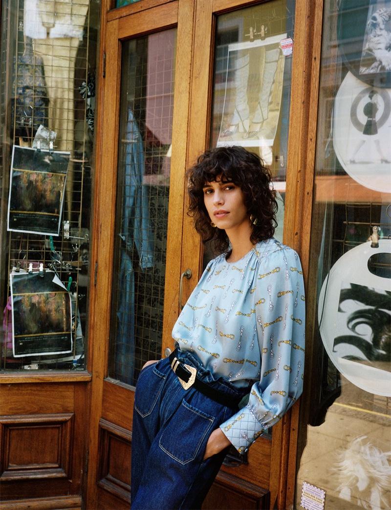 Mica Arganaraz wears Zara Chain Print Top and Paperbag Waist Z1975 Jeans