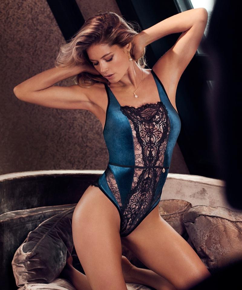 Flaunting her figure, Doutzen Kroes poses in Hunkemoller lingerie