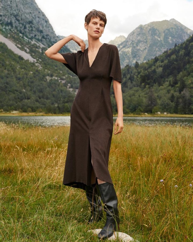 Saskia de Brauw poses outdoors in Mango Committed fall-winter 2018 campaign