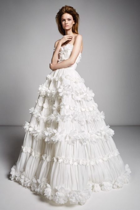 Viktor & Rolf Bridal's Fall 2019 Line is All About Shape