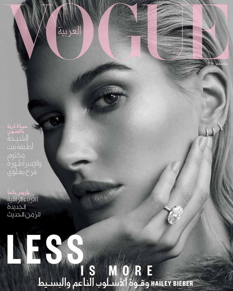 Hailey Baldwin menjadi cover untuk majalah Vogue Arabia edisi bulan Desember (dok. Vogue Arabia)