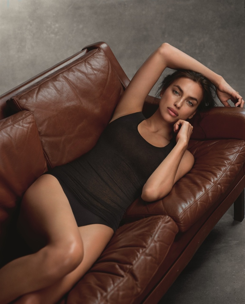 Irina Shayk poses in black undergarments from Intimissimi